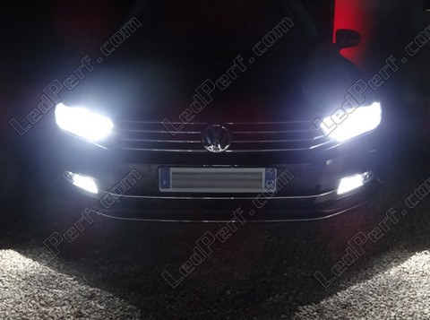 pack headlights xenon effect bulbs for volkswagen passat b8. Black Bedroom Furniture Sets. Home Design Ideas
