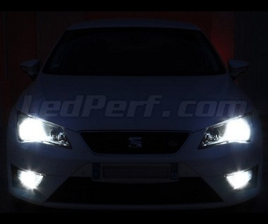 pack headlights xenon effect bulbs for seat leon 3 5f. Black Bedroom Furniture Sets. Home Design Ideas